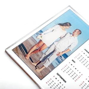 フルカラーインクジェットによる高精細で鮮明な印刷|アクリルカレンダー
