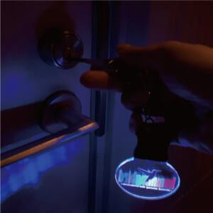 光るアクリルキーホルダー使用例